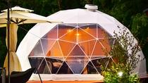 *【ドーム型テント】各テントに、BBQをしたり朝食を食べたりできる専用のデッキ付き
