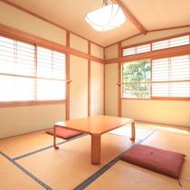 和室7.5畳◆お部屋から緑の山々を望めます