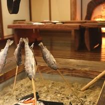 炭火でじっくりと焼いた川魚の塩焼きは絶品★