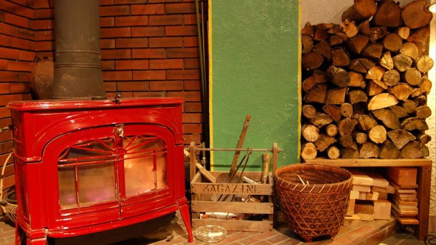 【暖炉】RAPURAPU HALL 南国ムードでゆったりくつろぐ