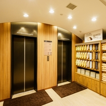 施設:エレベーター前 枕・浴衣棚
