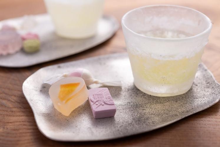 吉田銘茶園さんの煎茶と永楽屋さんのお干菓子
