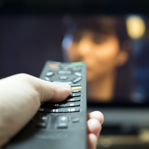 お部屋の60インチテレビで迫力満点の映画鑑賞やネットフリックス鑑賞!