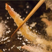バイキング会場での揚げたての天ぷらをどうぞ!