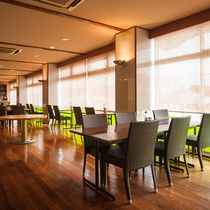 .1階レストラン「グリル マイアミ」