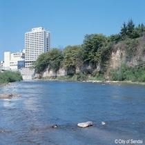 ◇安らぎの場所「広瀬川」。灯篭流しも有名です。