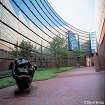 ◇仙台市美術館。有名海外芸術家などの作品を約3,700点収蔵。