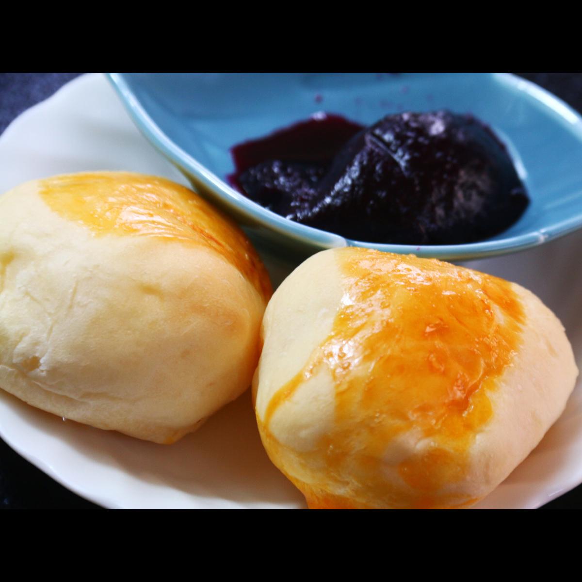 【朝食】女将手作りパンと自家製ブルーベリージャム。朝食でお出しします。