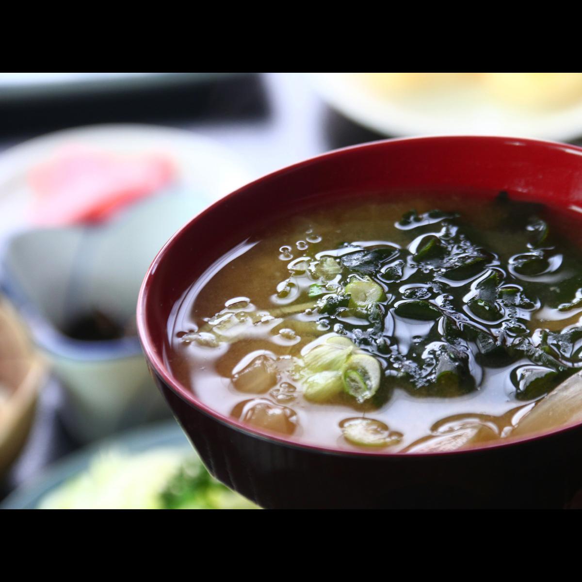 【朝食】自家製味噌で作った味噌汁をお出しします。