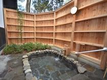 特別室「つわぶき」の露天風呂