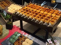 ホテルから徒歩3分、カフーナ旭橋にOPA開業!「和菓子司 珀屋」人気のみたらし等10種類以上のお団子