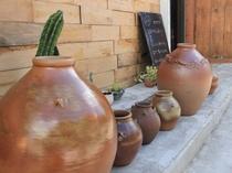 やちむん(焼き物)の町、壺屋の風景。