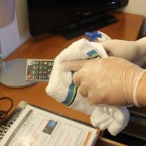 リモコン-客室内のお手に触れる機会の多い箇所は重点的に消毒を行っております。
