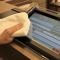 館内衛生管理の取り組み タブレット端末の消毒