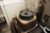 ミニ釜戸でご飯を炊く