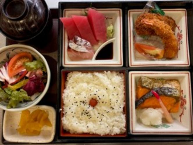 八重洲地下街の有名店、初藤の「初藤定食」、夕食は、6種類から選べます。
