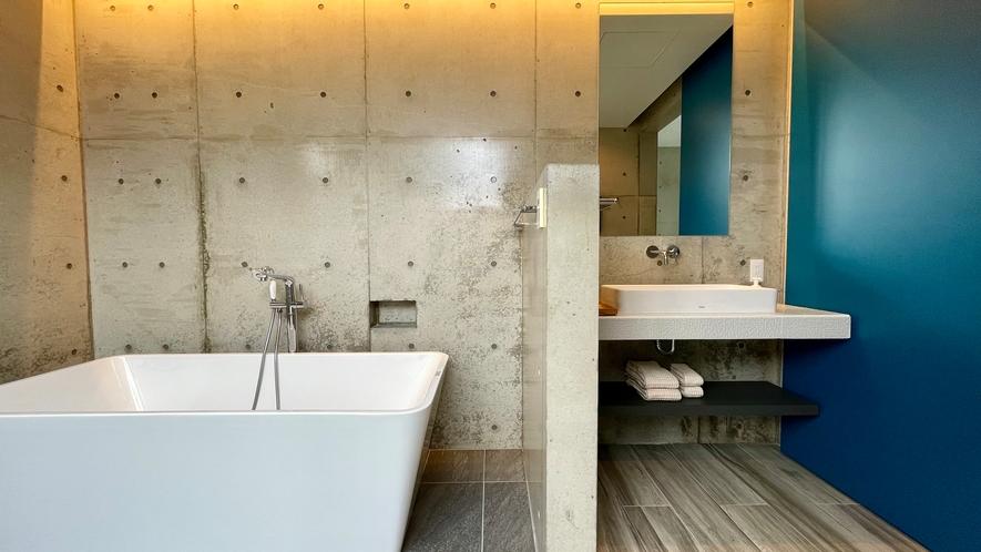 青い浴室の戸