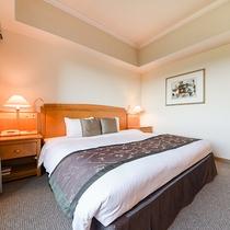 *【部屋(スタンダードダブル)】180cm幅の広々としたダブルベッドは、2名様まで宿泊可能