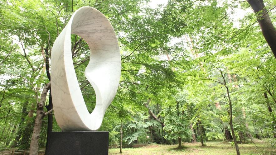 **【武藤順九彫刻園(一例)】当ホテルの庭園には、世界的な有名な武藤順九氏の彫刻園がございます