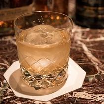 *【ラウンジ・ダコタ(夜メニュー・一例)】多種多様のウィスキーをご用意してお待ちしております