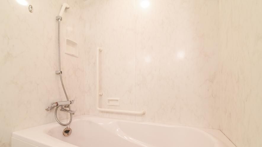 **【部屋(スタンダードツイン)】当館は大浴場もありますが、お部屋にもお風呂がございます。