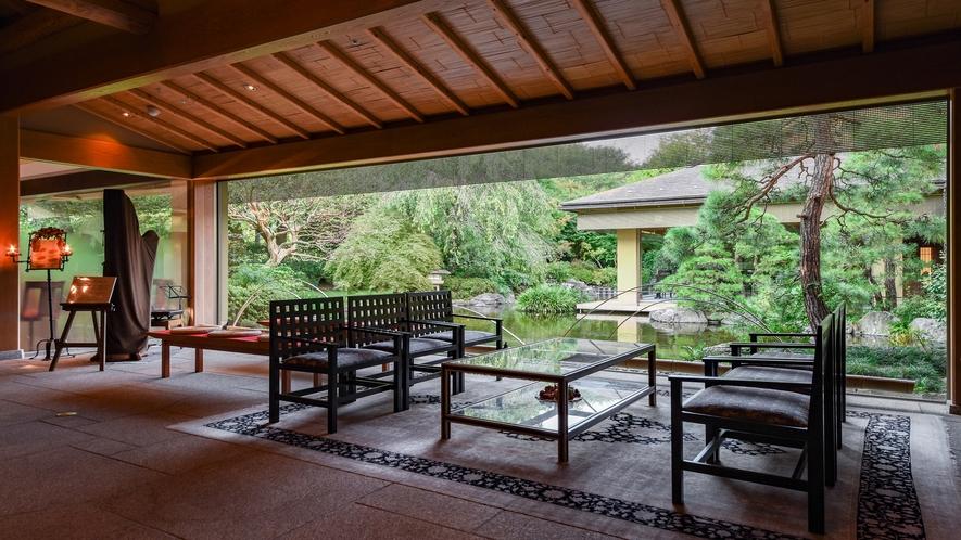 **【日本料理 車屋(一例)】館内に入った途端、日本情緒漂う風景が広がります