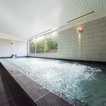 *【風呂(大浴場)】広々した大浴場にはジャグジーもございます。