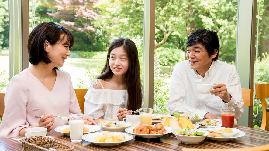 **【レストランセントロ(一例)】庭園を眺めるレストランで楽しい朝食を