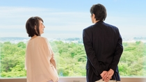 **【客室(一例)】昭和の森を眼下に、おふたりの会話を