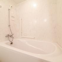 *【部屋(スタンダードツイン)】当館は大浴場もありますが、お部屋にもお風呂がございます。