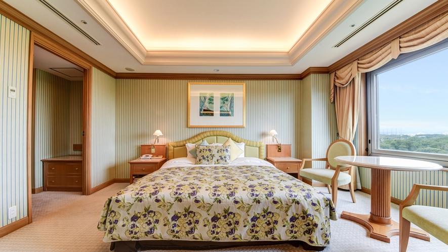**【部屋(ダブルスイート)】180cm幅の広々としたダブルベッドは、2名様までお休みいただけます