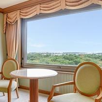 *【部屋(ダブルスイート)】当館8階から眼下に広がる、昭和の森の絶景をご覧いただけます