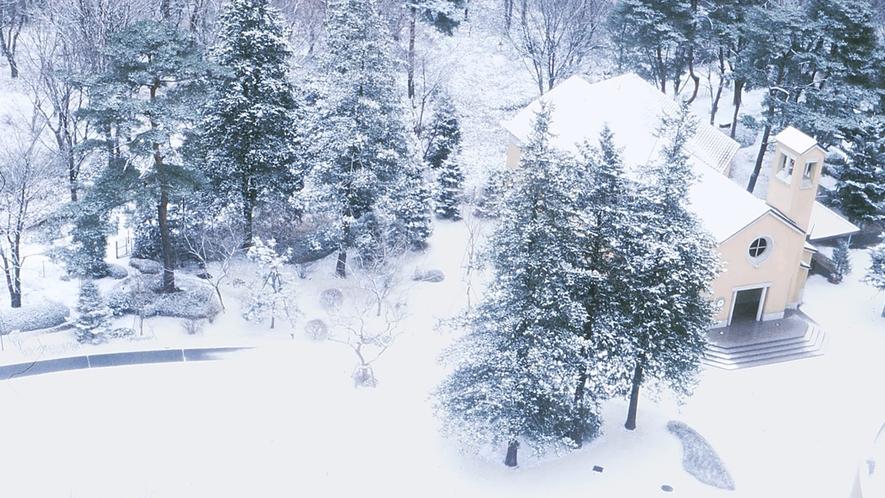 **【庭園・冬(一例)】雪の積もって真っ白に化粧した冬の庭園