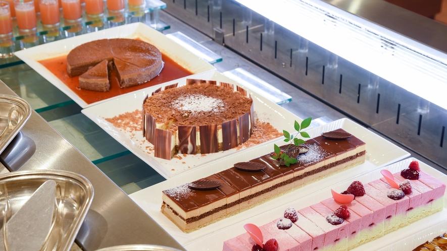 **【夕食(バイキング・一例)】デザートも大充実。たくさん食べた後でも甘いものは別腹ですよね!