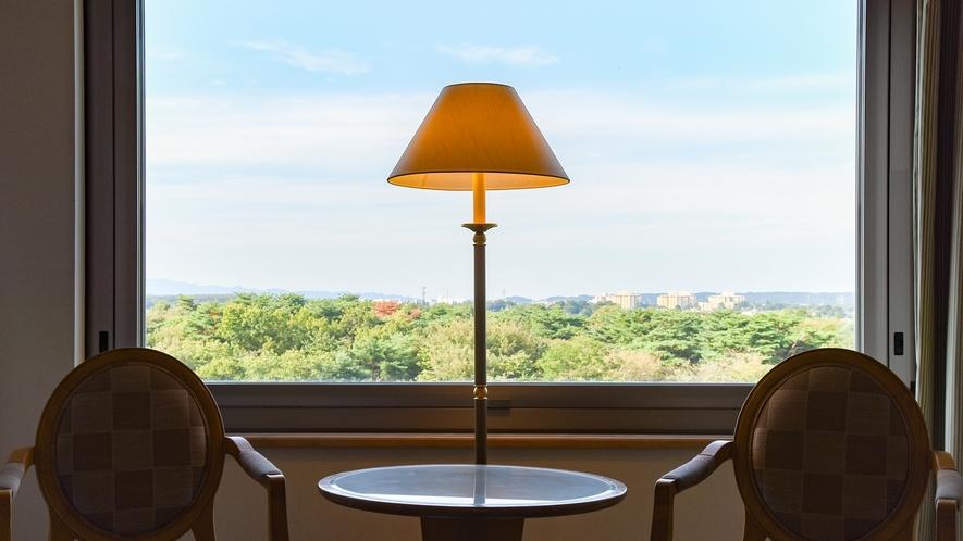 **【部屋(スタンダードツイン)】森側は、美しいホテル庭園と四季を感じる広大な自然を一望できます