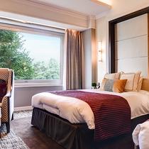 *【部屋(ケアリングスイート)3】セミダブルのベッドは、電動リクライニングを導入