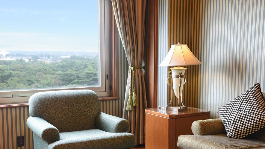**【部屋(フローリングスイート)】調度品や内装は、落ち着きのあるクラシックな雰囲気を醸し出します。