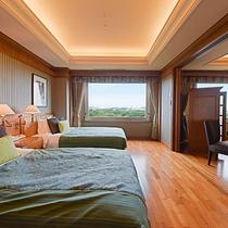 *【部屋(フローリングスイート)】ベッドから昭和の森を眺めることができます