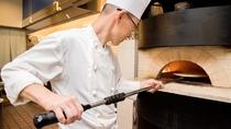 **【レストランセントロ(一例)】ピザはライブキッチンで石窯で焼き上げた本格ピザです