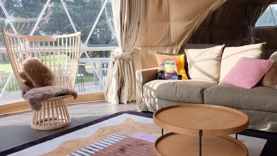 リビング(7m)にはドームの名前ニナ・マソがデザインしたペンダントライトを配しています(EXツイン)