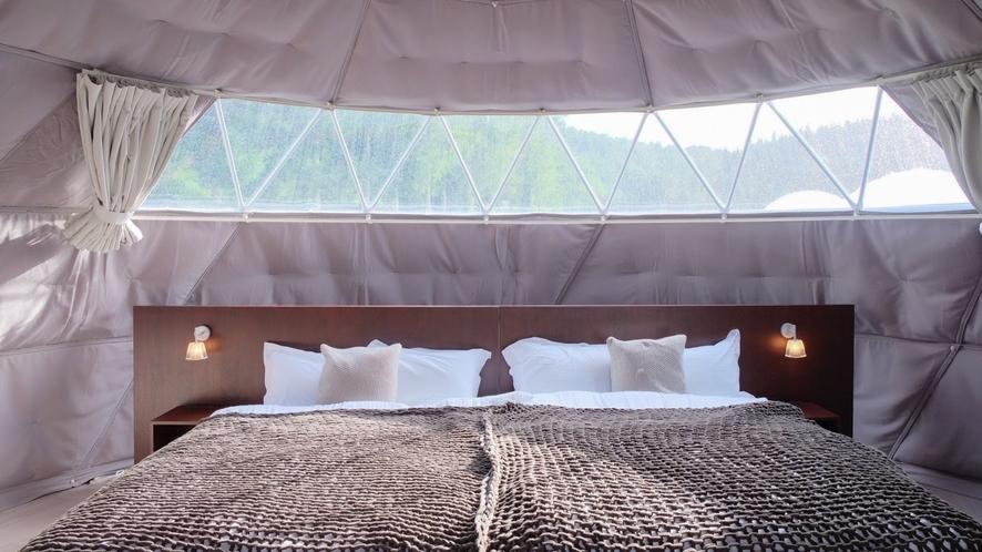両サイド(6m)ドームはベッドルーム。140cm幅ダブルベッドが2台ずつ(EXトリプル)