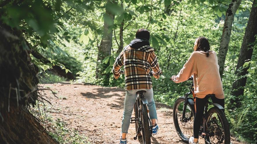 自然の中をEバイクで走り抜ける爽快感!