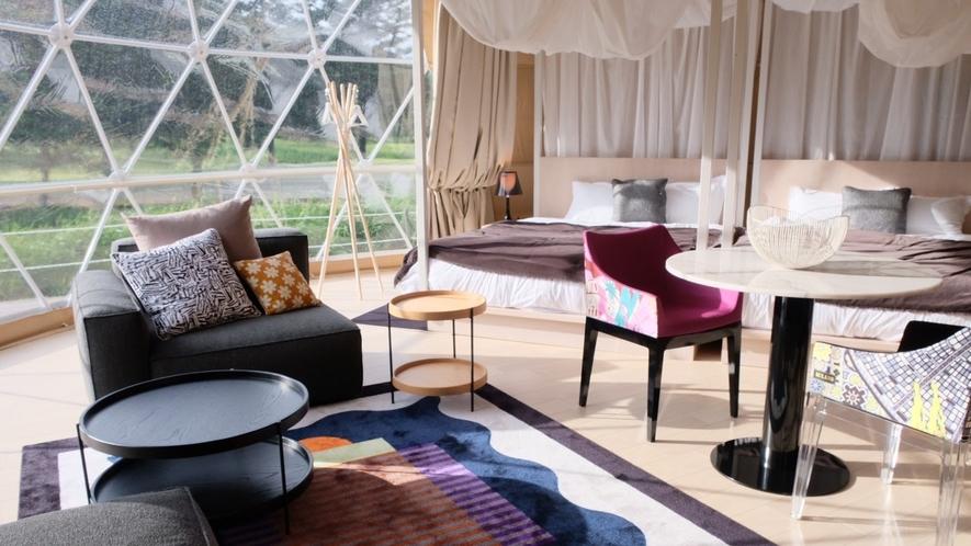 天蓋付き170cm幅のクイーンベッド2台を配した贅沢な空間(エグゼクティブスイート・シングルドーム)