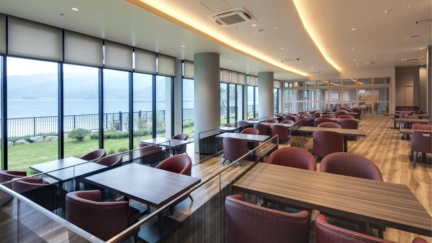 <レストラン>シーサイドダイニング「宮島八景」 客席 宮島・瀬戸内海の景色