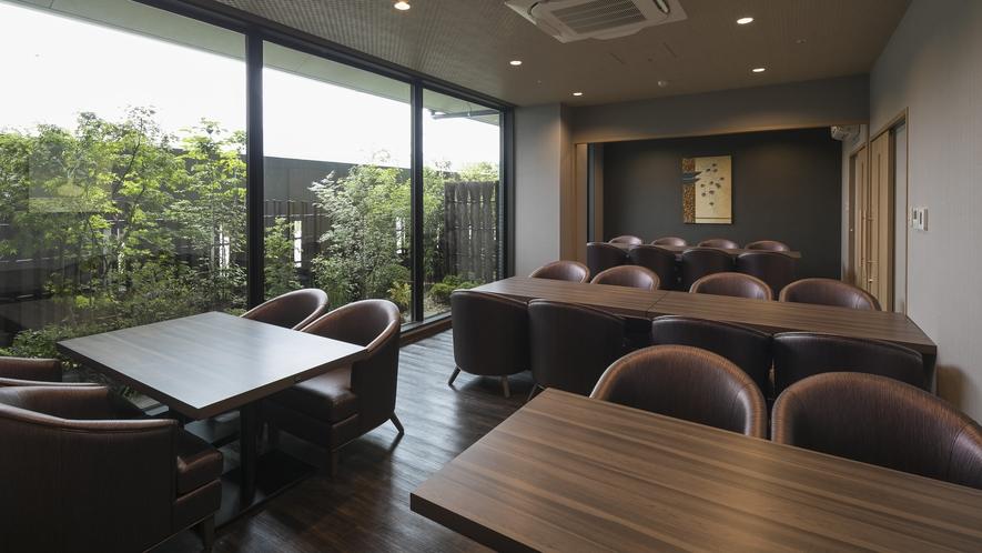 <レストラン>シーサイドダイニング「宮島八景」 2種の個室は仕切りを外し、24席の会場として利用可能
