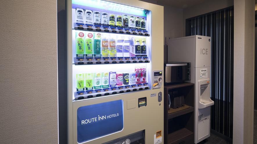 <ソフトドリンク自販機>自販機コーナーには電子レンジ・製氷機をご準備。