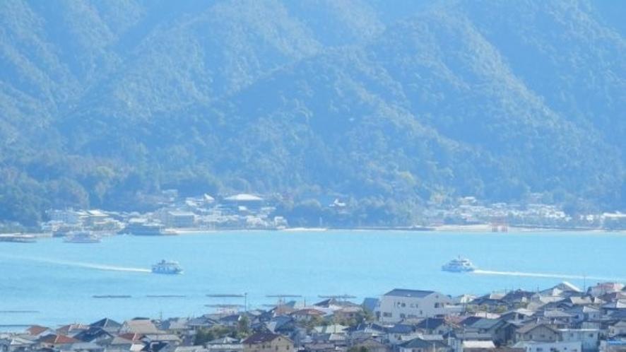 <周辺・景観>弥山と瀬戸内海 「写真提供:広島県」