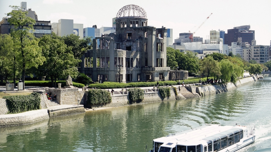 <周辺・景観>原爆ドーム 「写真提供:広島県」