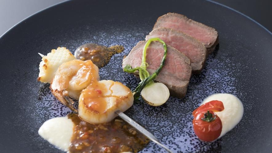 ■和洋折衷ハーフバイキング 前菜や造里、メイン料理等はホテルスタッフがお席までお持ちいたします。