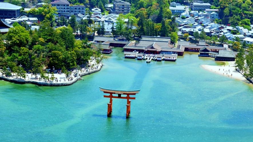 <周辺・景観>厳島神社 空からの撮影 「写真提供:広島県」※大鳥居は2020年8月現在 改修中